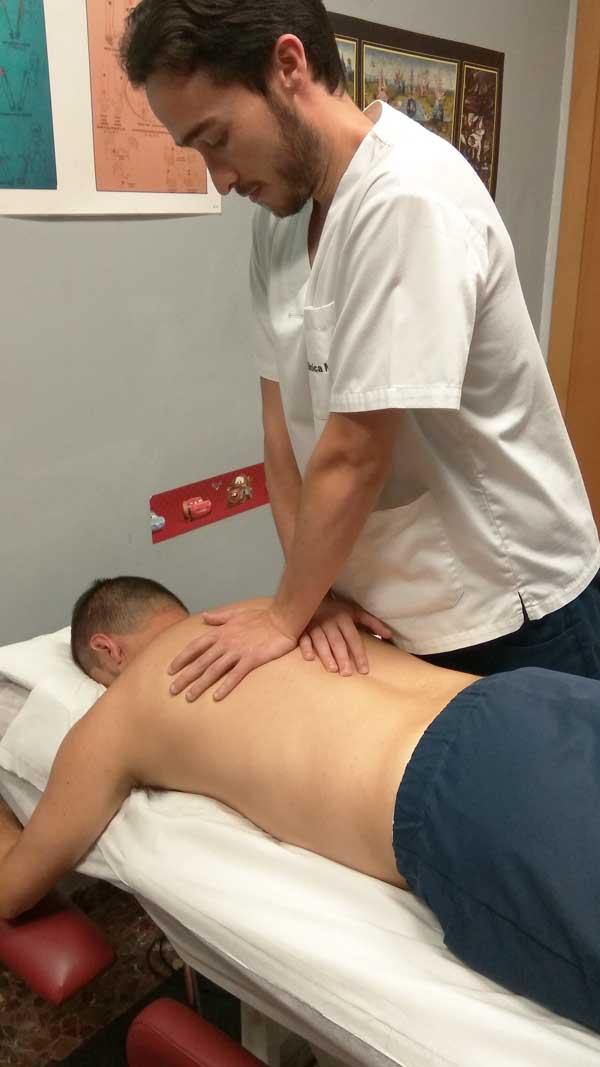 Aplicando fisioterapia